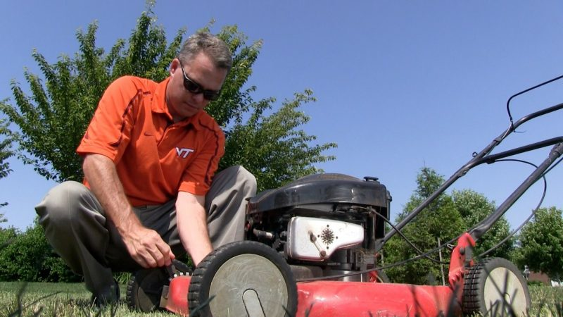 Shawn Askew, Extension Turfgrass Weed Specialist at Virginia Tech, adjust a blade on a lawn mower to help homeowners properly mow their lawns.